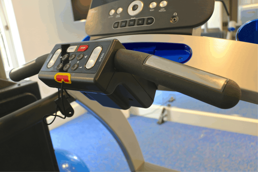 Heart rate handles on exercise machine