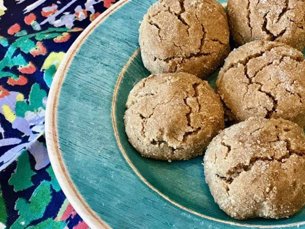 Vegan Cinnamon Shortbread Cookies on a turquoise plate